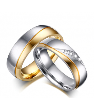 Argollas de matrimonio franja dorada y zirconias en acero inoxidable