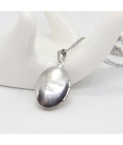 Collar relicario ovalado en acero inoxidable grabado iniciales